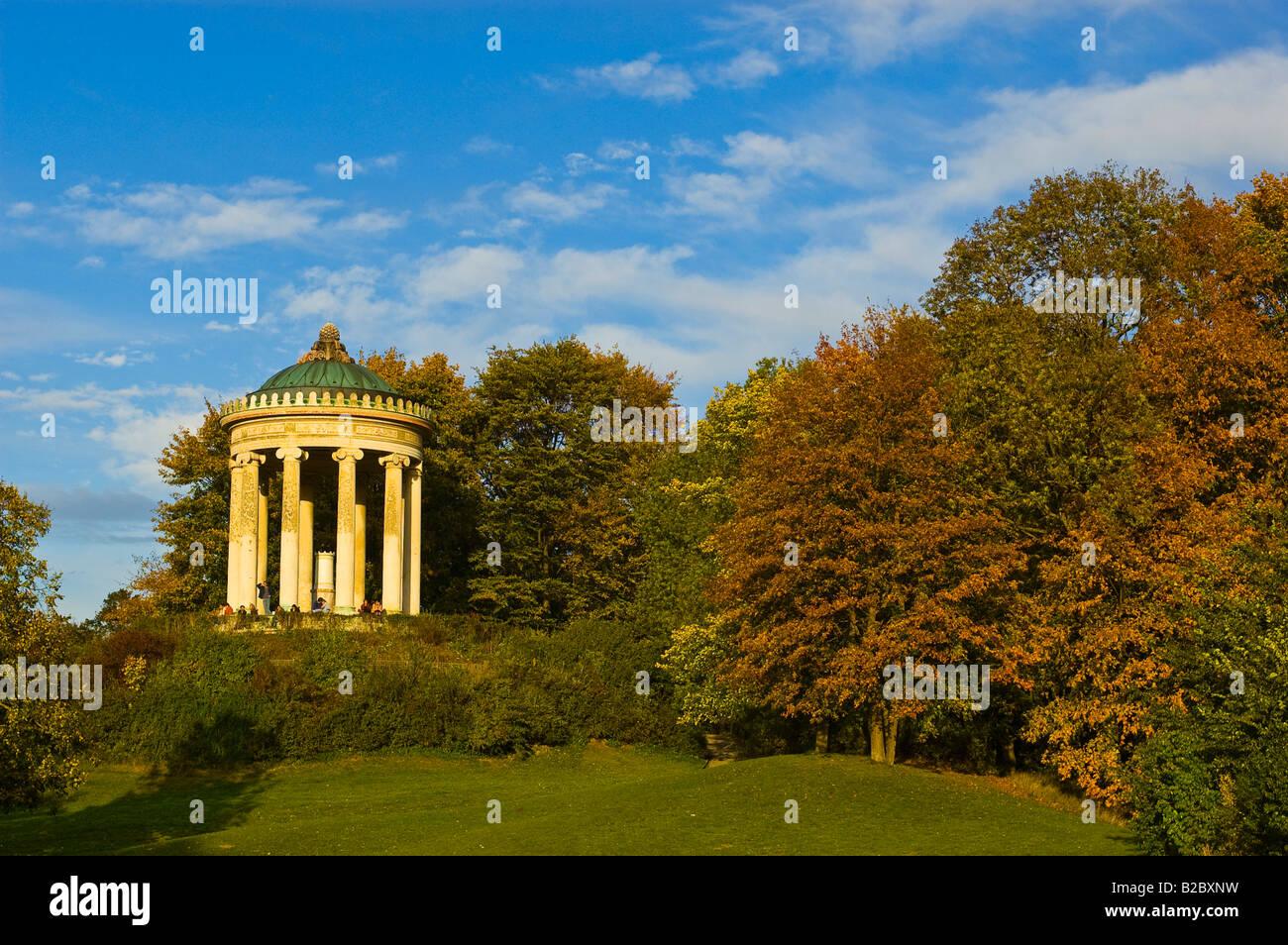 Monopterus Pavillon Englischer Garten München Bayern