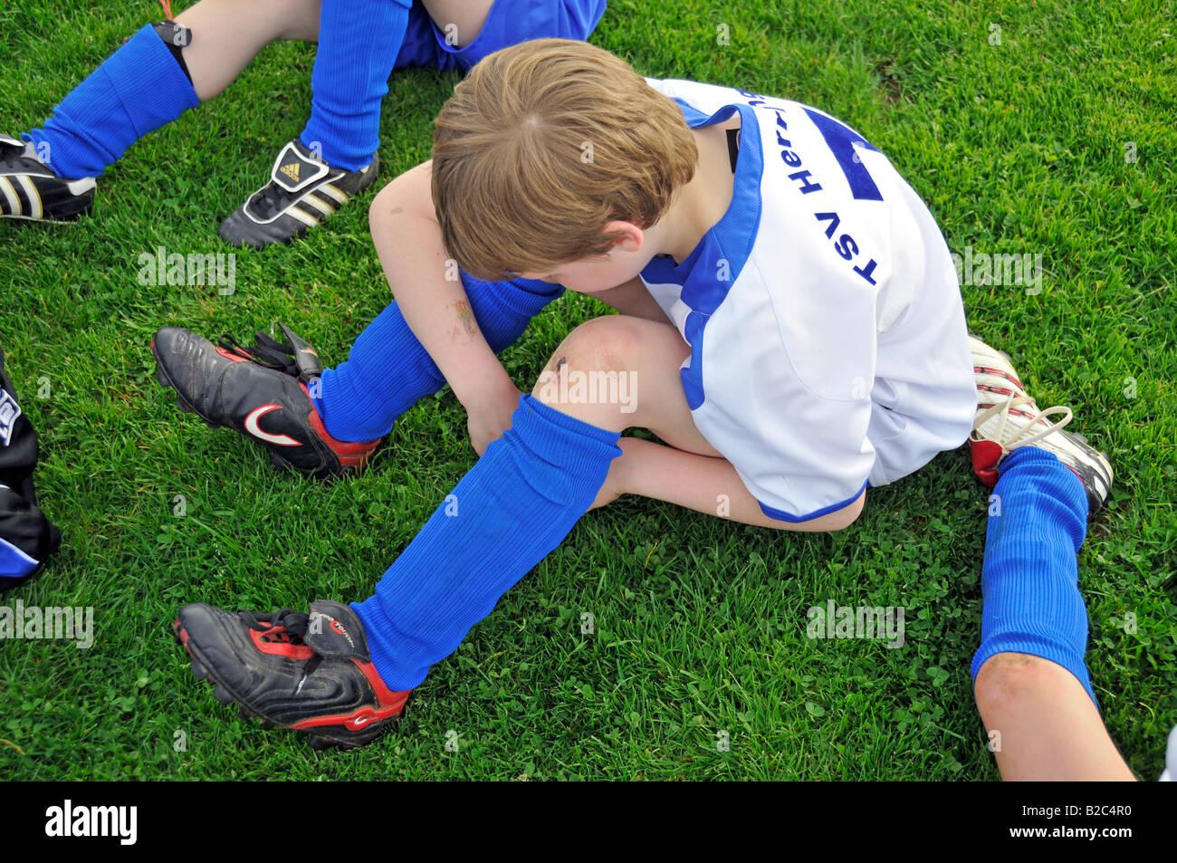 Enttäuscht 8 Jahre altes Kind nach dem Verlust ein Fußballspiel in ...