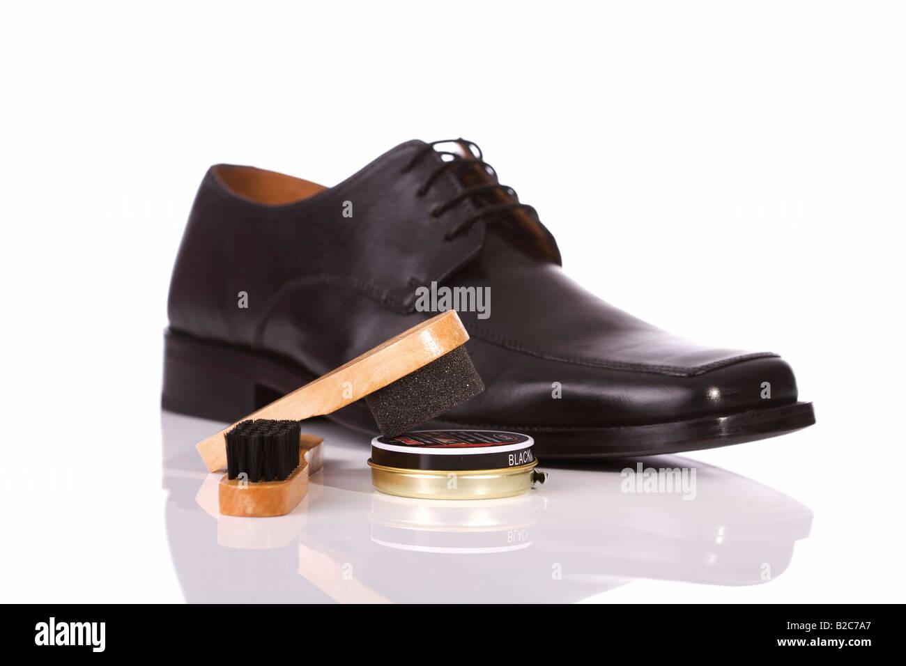 sports shoes 9afcd 4b714 Schwarze Lederschuhe für Herren, Schuhpflege, Bürsten und ...