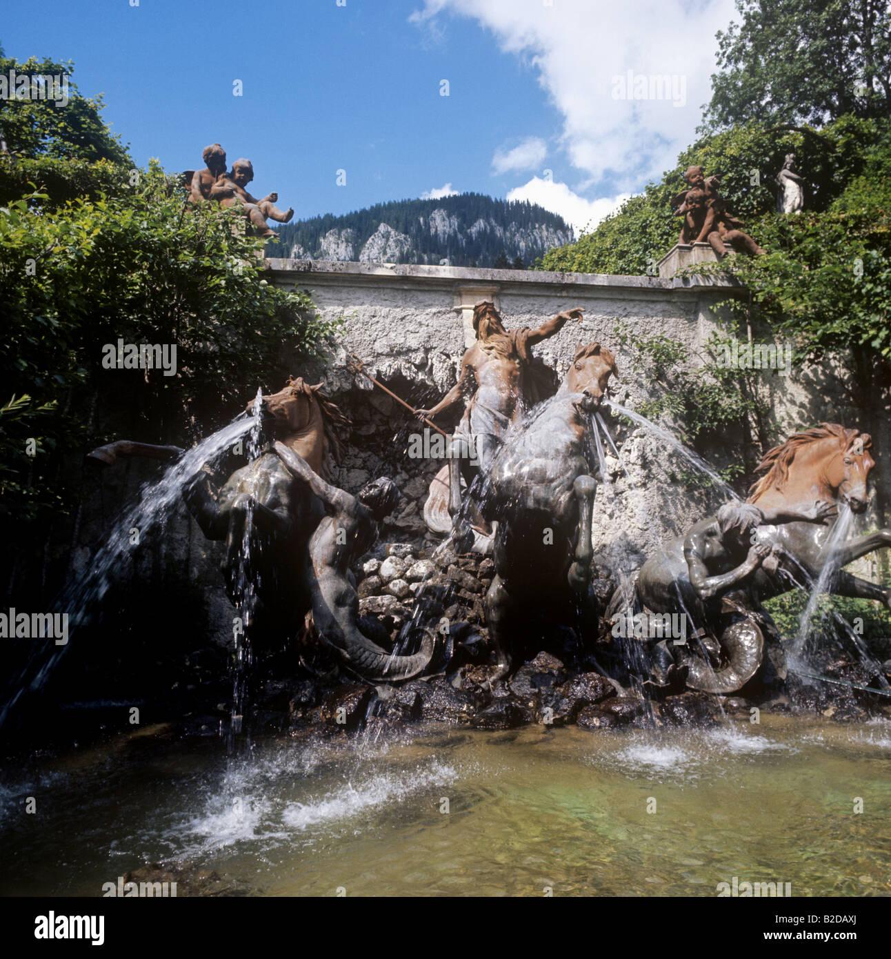 Poseidon Statue Und Brunnen Am Eingang Zur Grotte Komplex Unter Schloss Linderhof In Bayern Stockfotografie Alamy