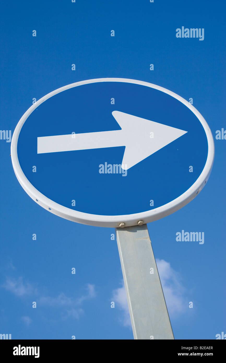 Verkehrs Schild Pfeil nach rechts Stockbild