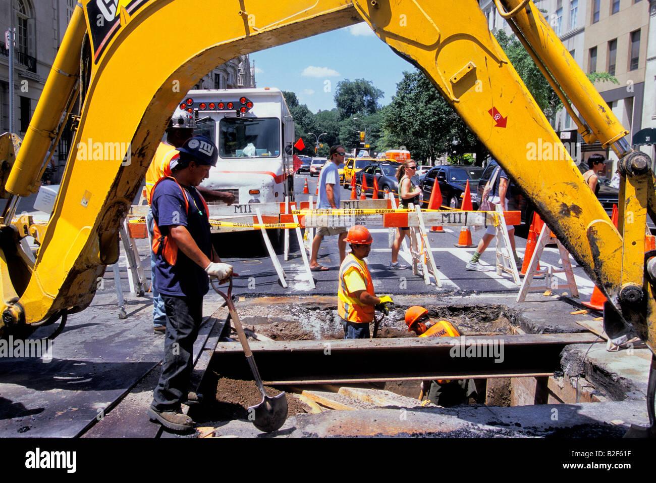 Water Main Repair Stockfotos & Water Main Repair Bilder - Seite 2 ...