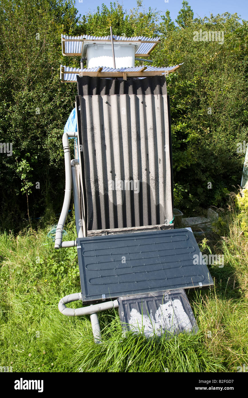 Awesome Hausgemachte Campingplatz Dusche Mit Sonnenkollektoren Für Die Heizung UK  Stockbild