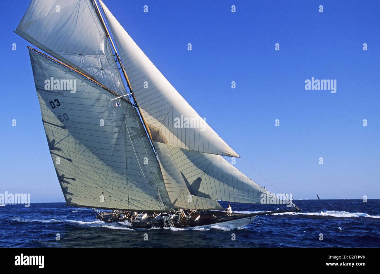 Klassische segelyachten  Klassische Segelyacht J-Klasse Stockfoto, Bild: 18783007 - Alamy