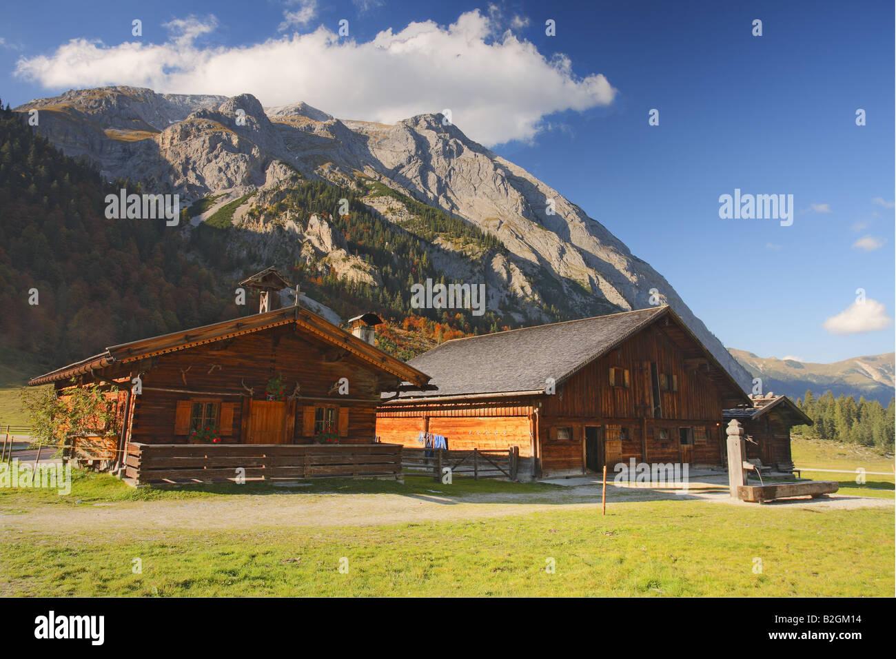 alpine h tte alpen sterreich herbst tiroler engalm herbstliche bergwelt stockfoto bild. Black Bedroom Furniture Sets. Home Design Ideas