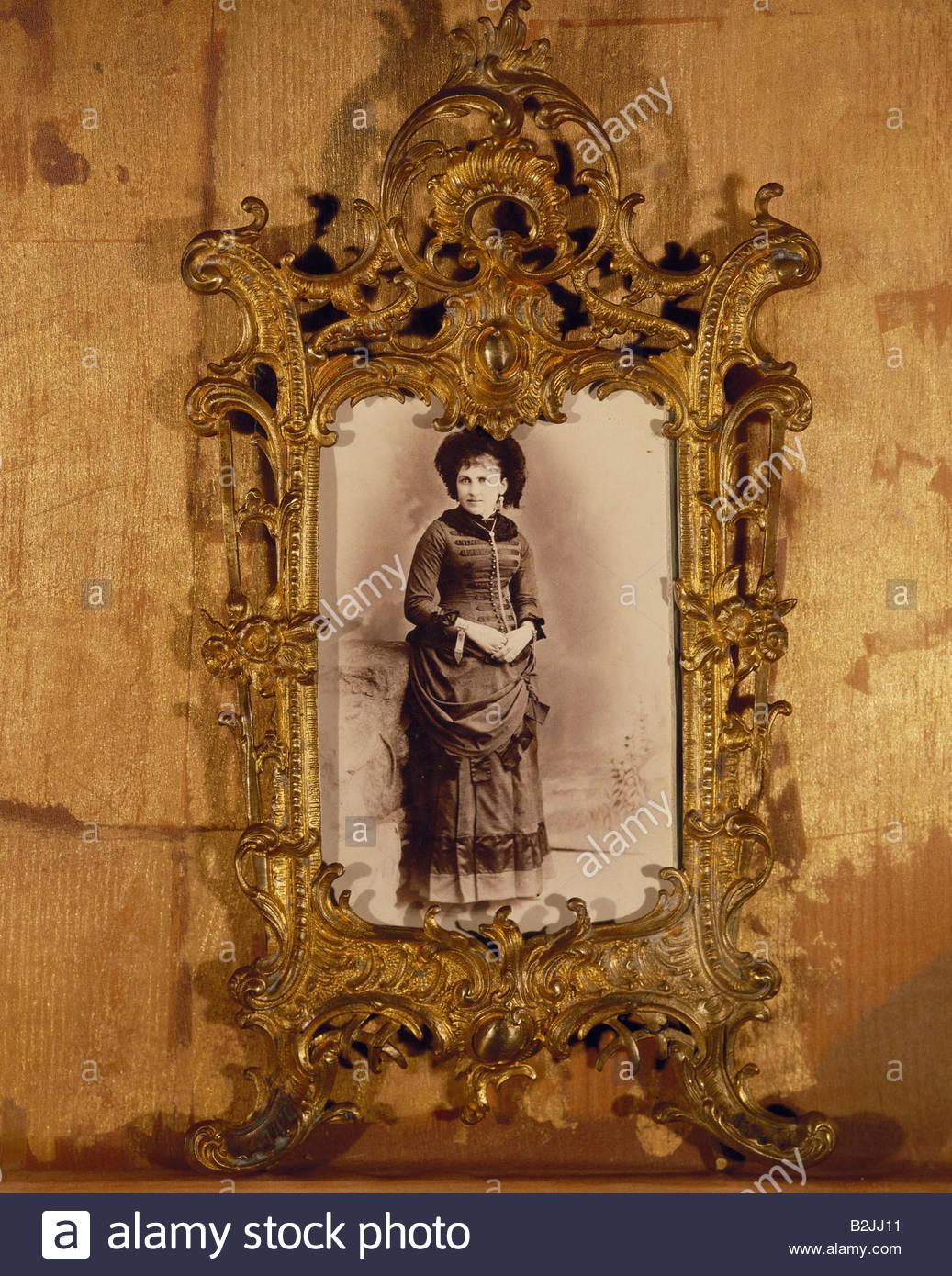 Menschen, Frauen, 19. Jahrhundert, Bild einer stehenden Muttergottes ...