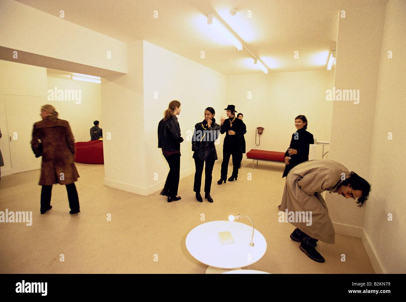zeitgenössische Kunst, die Eröffnung von Angela Bulloch s Skulptur Schau der Robert prime Gallery in London Stockbild