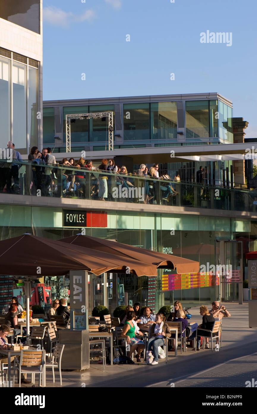 """Menschen zu genießen, Essen und trinken vom """"Royal Festival Hall"""" Southbank SE1 London Vereinigtes Stockbild"""