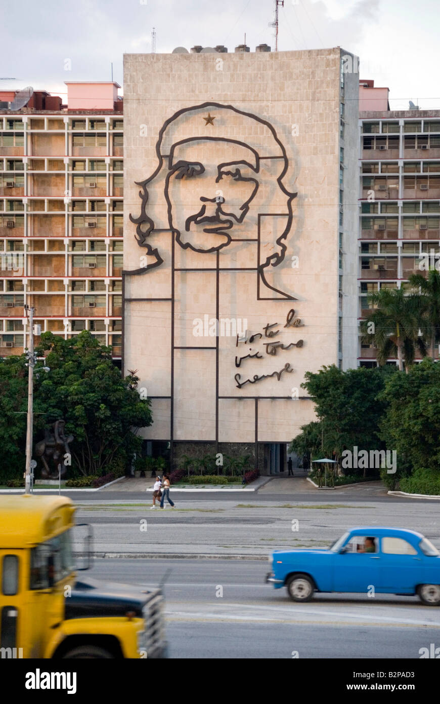 Ernesto Che Guevara Stahl Skulptur auf dem Innenministerium Gebäude Plaza De La Revolucion in Vedado Havanna Stockbild