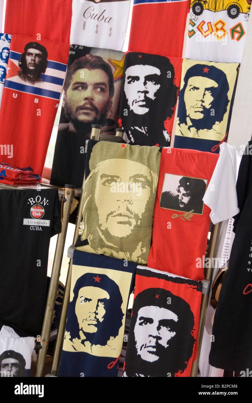T-Shirts zum Verkauf mit Prints von marxistischen Revolutionshelden Ernesto Che Guevara Havanna Kuba Stockbild