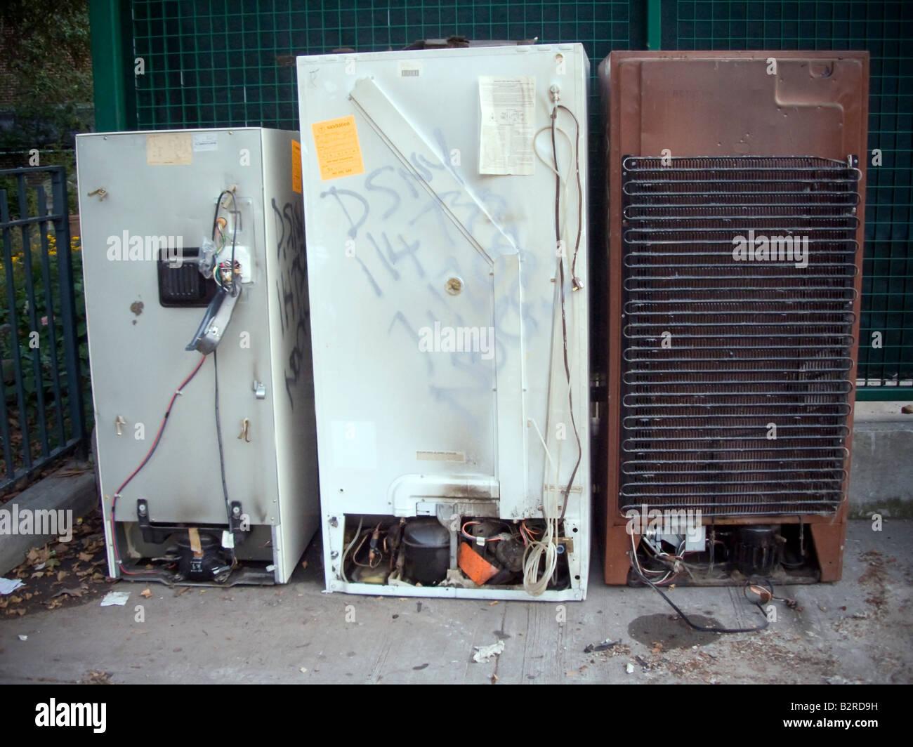 Gebrauchte Kühlschränke erwarten Pick up und ordnungsgemäße ...