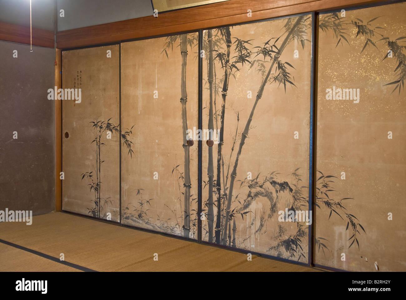 Schrank-Schiebetüren mit Reproduktion Bambusgarten gemalt Stockfoto ...