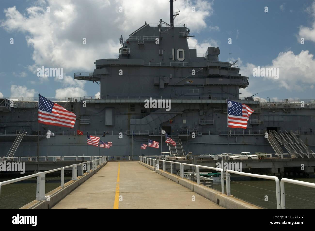 Die Uss Yorktown Cv 10 Auf Dem Display An Der Patriots Point Museum