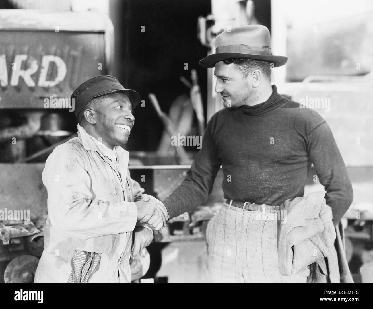 Zwei Männer Händeschütteln mit einander Stockbild