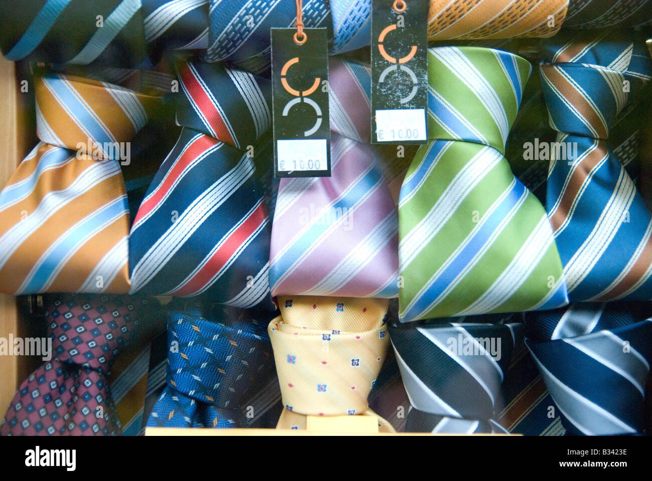 binden mann kleidung shop boutiquen italien rom mode geschaft aussehen schaufenster