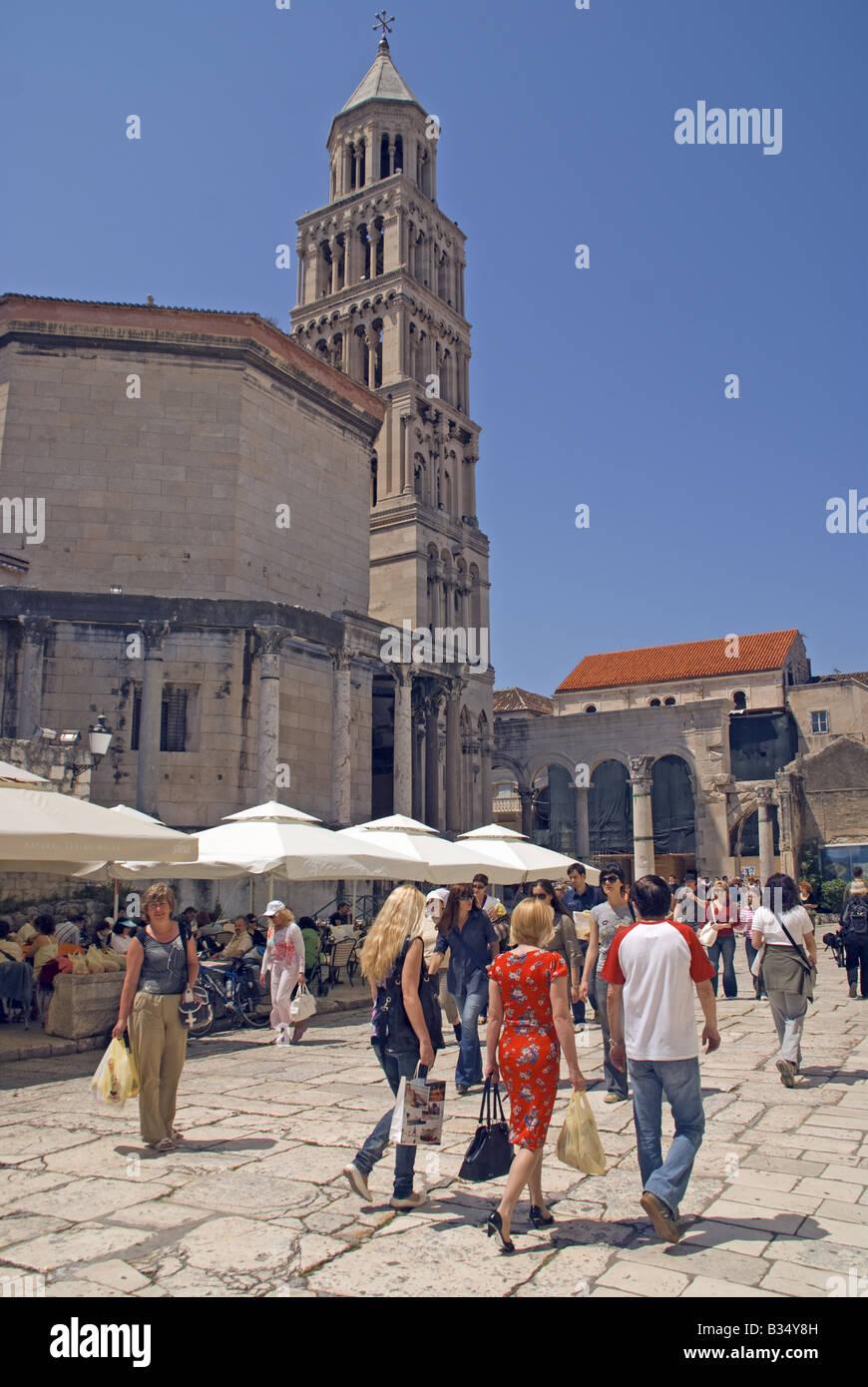 Split Stadt Platz vor Ruinen von Diokletian Palast Stockbild