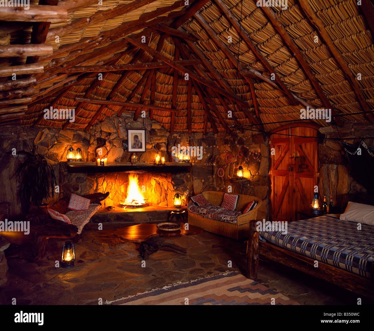 Kenia Laikipia Schlafzimmer Im Sabuk Durch Laternen Kerzen In Der Nacht Beleuchtet Stockfotografie Alamy