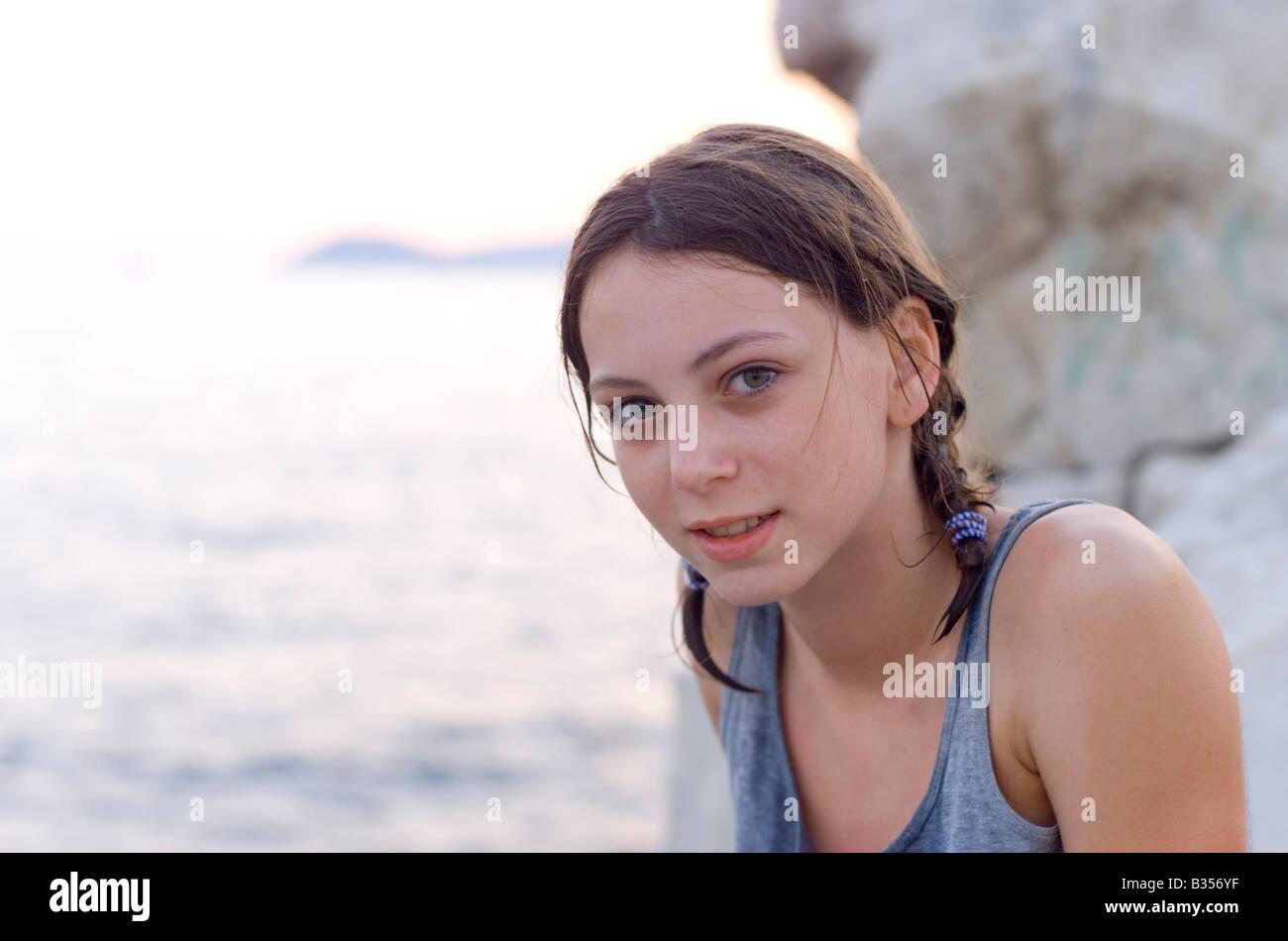 13 Jahre altes Mädchen am Strand Split Kroatien