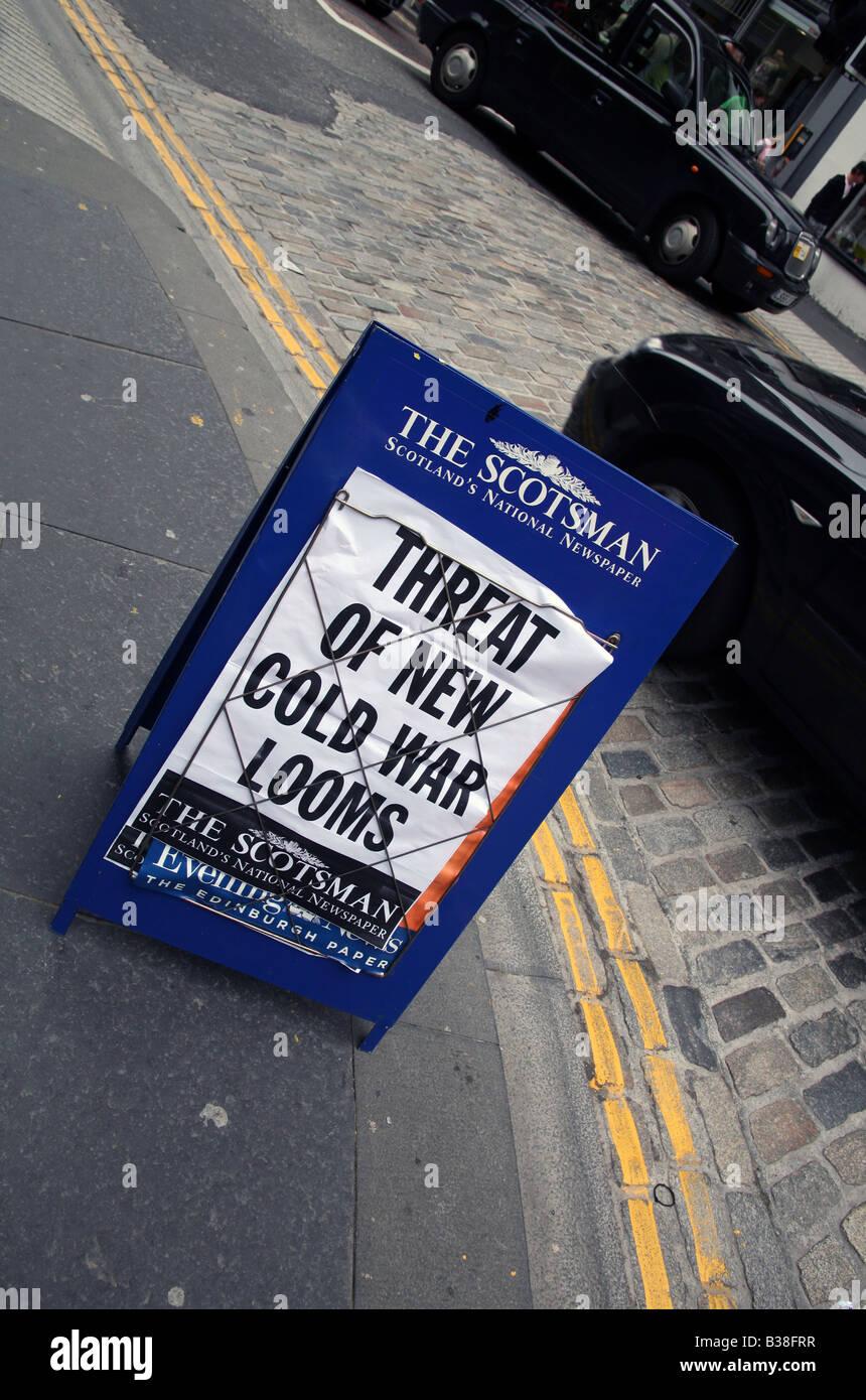 Schlagzeile auf Plakat warnt vor neuen Kalten Krieg, Edinburgh Stockbild