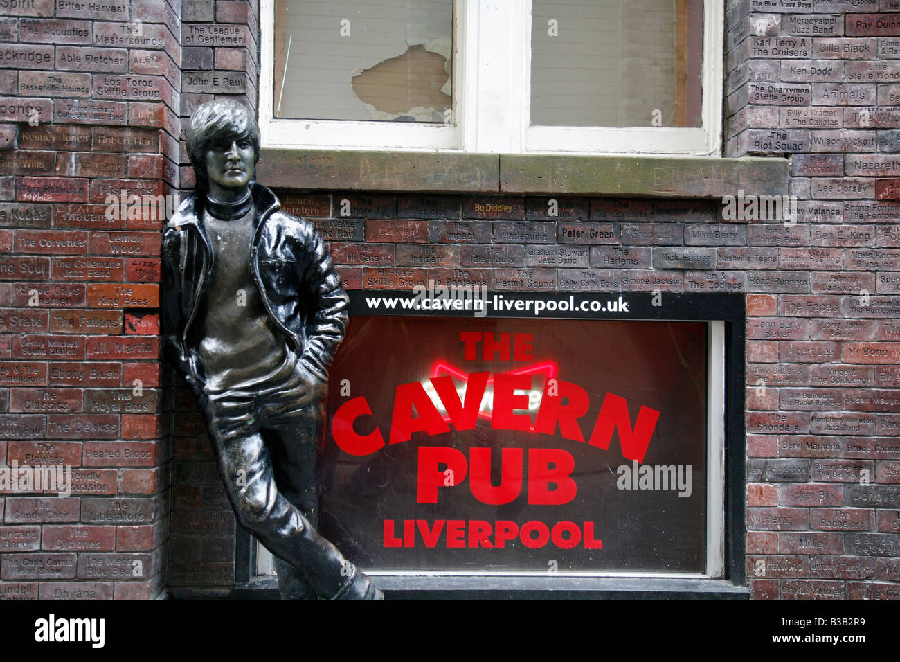 Juli 2008 - John Lennon-Statue von Cavern Wall of Fame in Mathew Street Liverpool England UK Stockbild