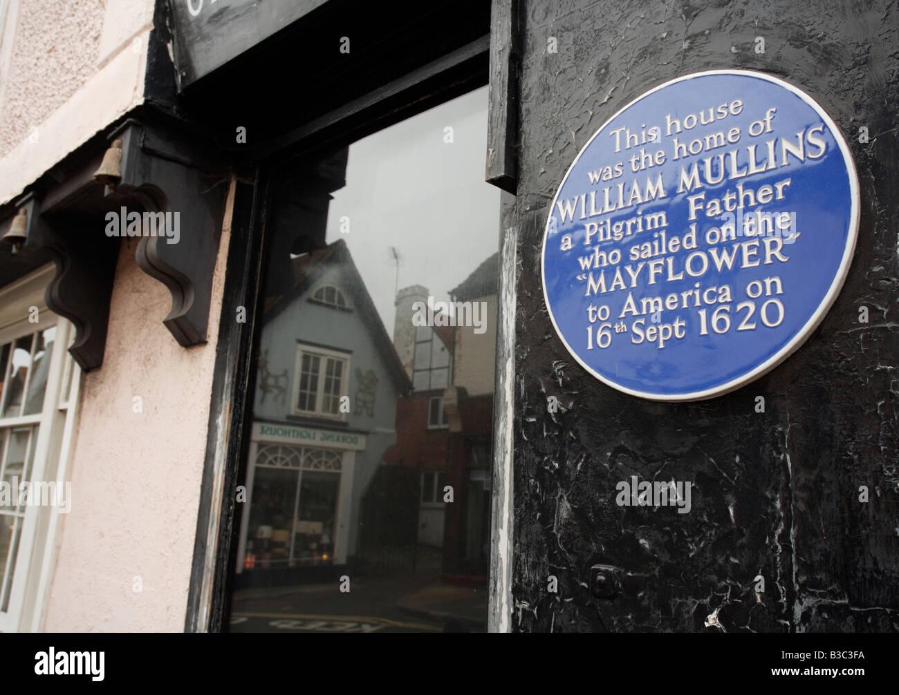 Plaque, die zeigen, wo William Mullins, ein Pilger Vater lebte in Dorking, vor der Abfahrt nach Amerika auf der Stockbild