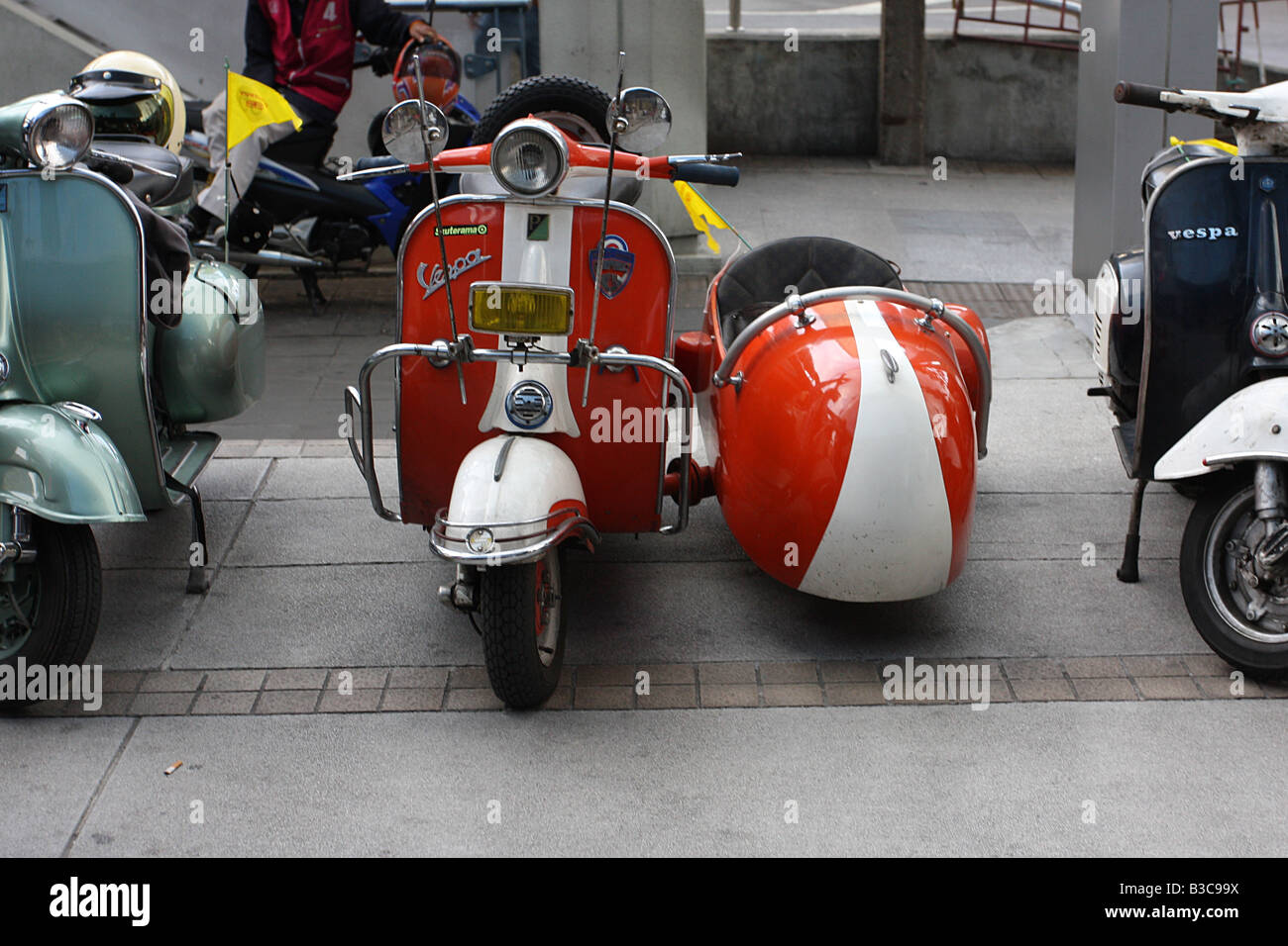 vespa roller und seitenwagen stockfoto bild 19325094 alamy. Black Bedroom Furniture Sets. Home Design Ideas