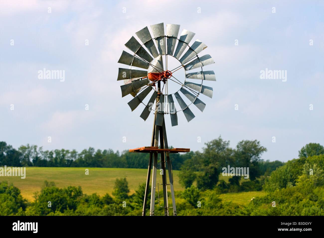 Eine Windmühle auf einem Bauernhof in Litchfield, Connecticut USA Stockbild