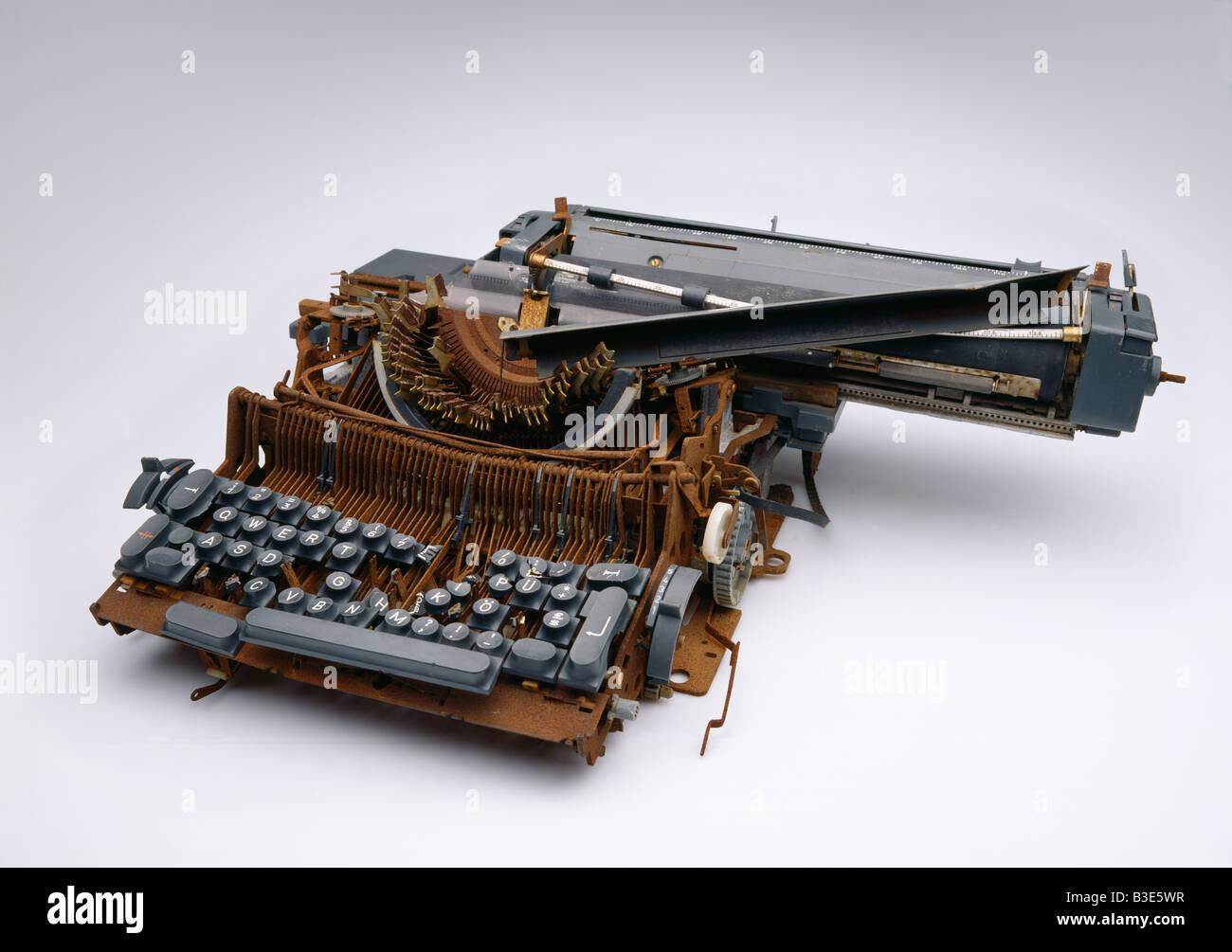 alte elektrische Schreibmaschine Alte Elektrische Schreibmaschine Schrott abgestürzt Stockbild