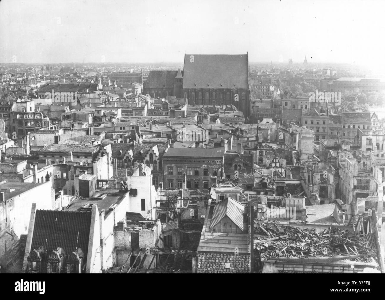 https://c8.alamy.com/compde/b3efjj/breslau-blick-vom-rathaus-1945-b3efjj.jpg