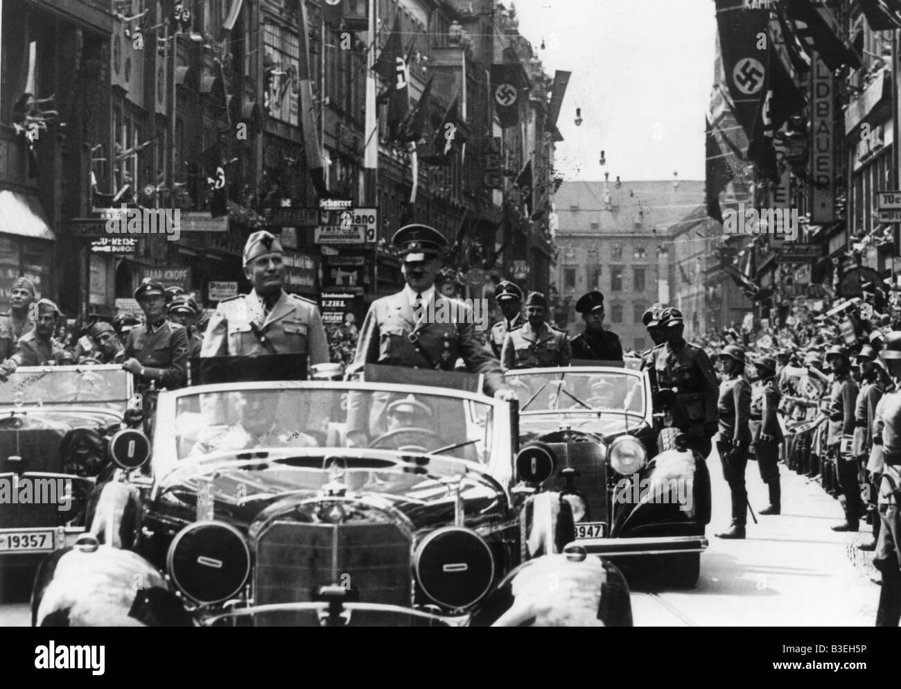 Hitler und Mussolini in einem Auto / 1940 Stockfoto