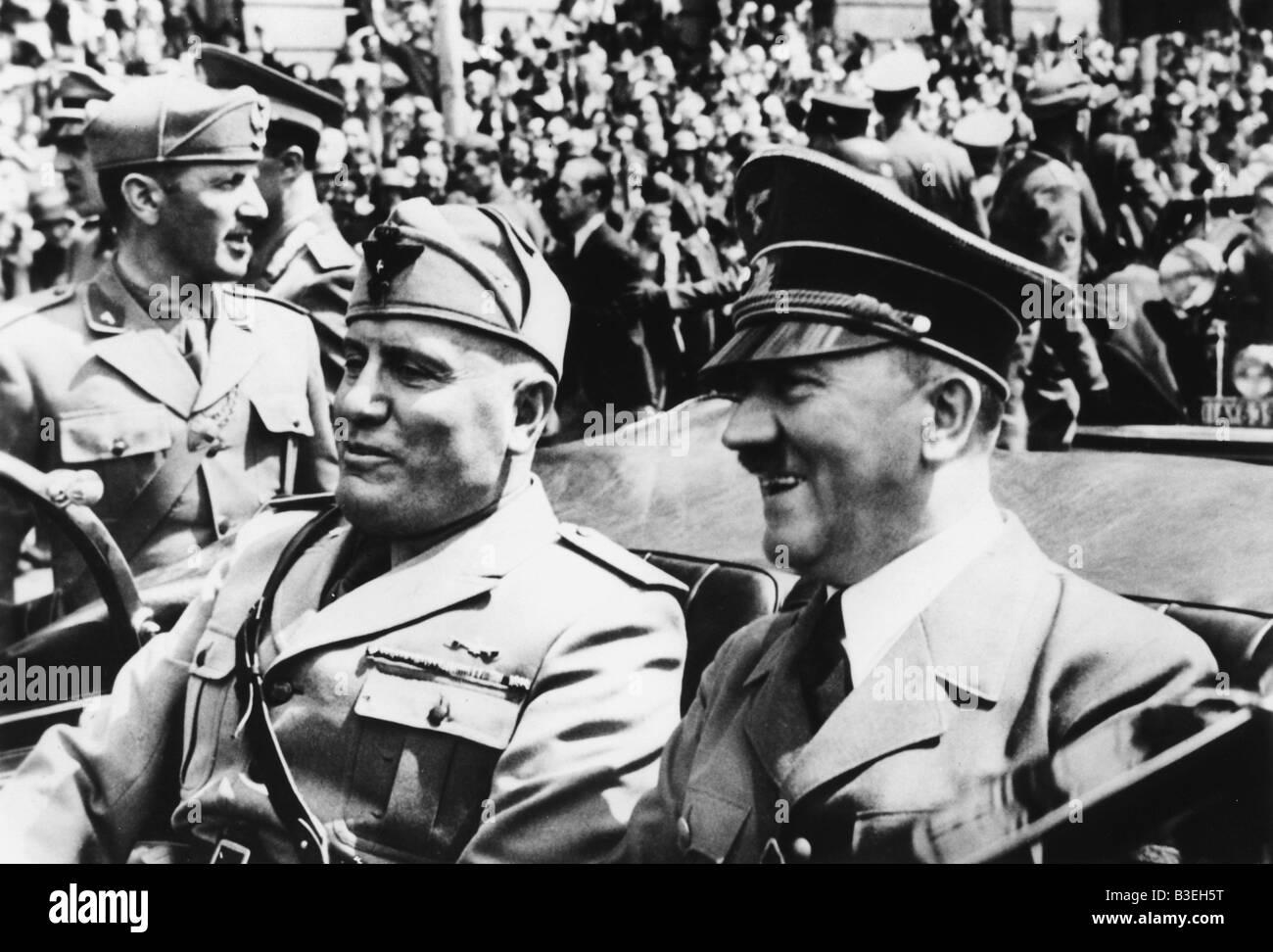 Hitler & Mussolini in einem Auto, 1940. Stockfoto