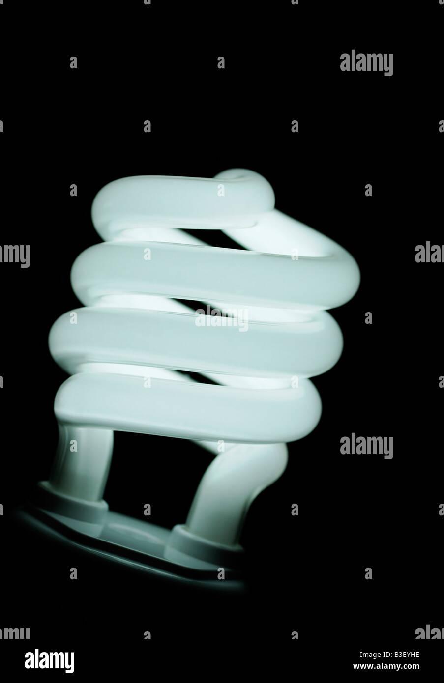 Energiesparende kompakte Leuchtstoff Glühlampe Nahaufnahme eine umweltfreundliche Alternative zu herkömmlichen Stockbild