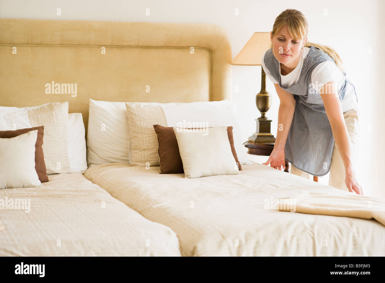 chambermaid stockfotos chambermaid bilder alamy. Black Bedroom Furniture Sets. Home Design Ideas