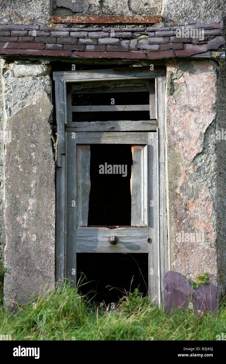Broken Down Door Stockfotos & Broken Down Door Bilder - Alamy