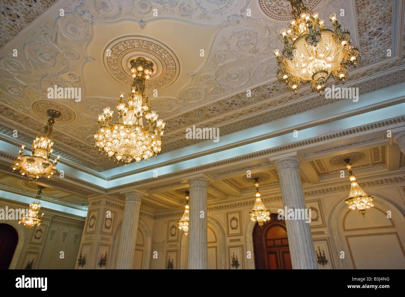 Kronleuchter Klein Kristall ~ Luxuriöse decke mit kristall kronleuchter in bukarest ceausescu