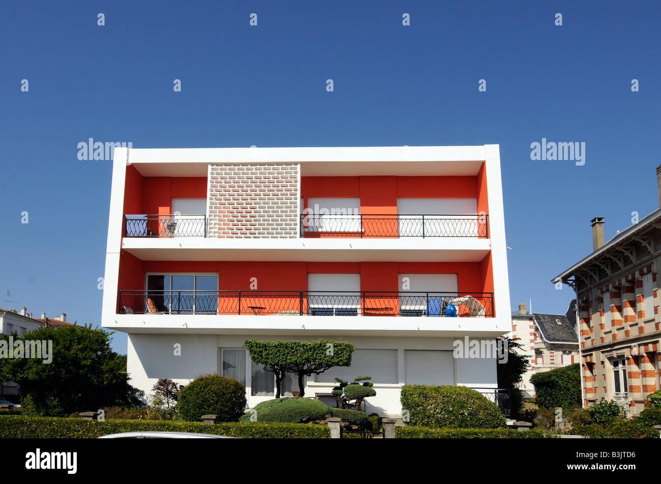 Ein Haus mit einer ursprünglichen moderne Architektur und helle ...