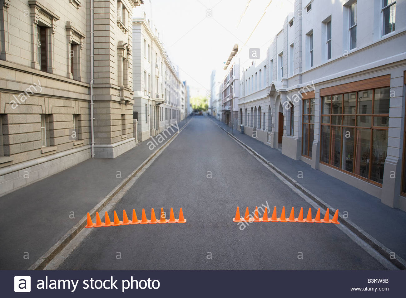 Urban Street mit Leitkegel Stockbild