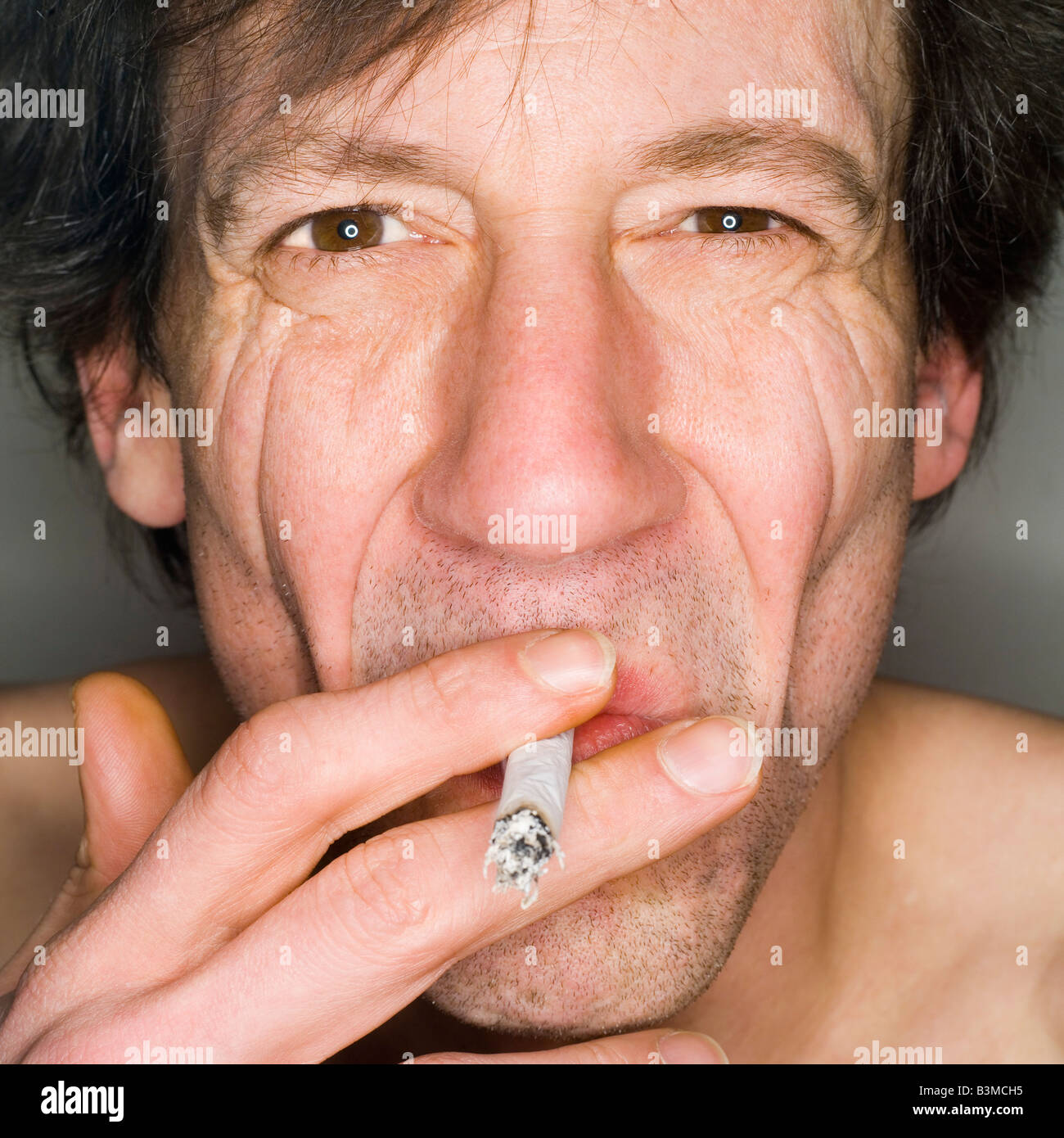 Mann Rauchen, Nahaufnahme, Porträt Stockfoto