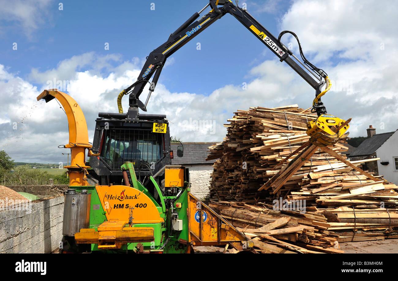 Top Traktor montiert Häcksler oder Schredder Chips Schrott aus Holz @IH_44