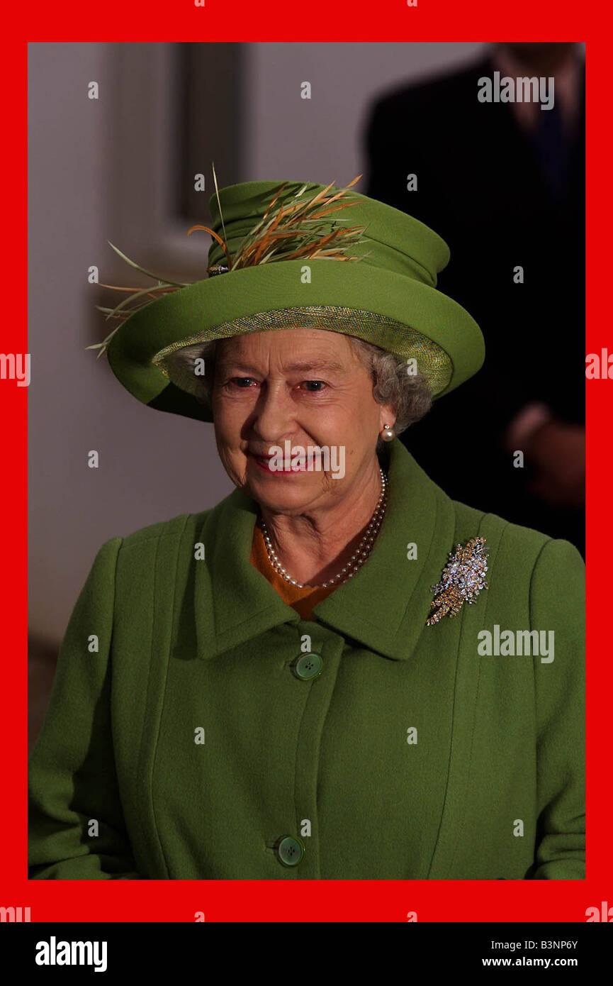 Elizabeth Königin Februar Der 2002 Grünen Mantel Ii Und Hut vmN8n0w