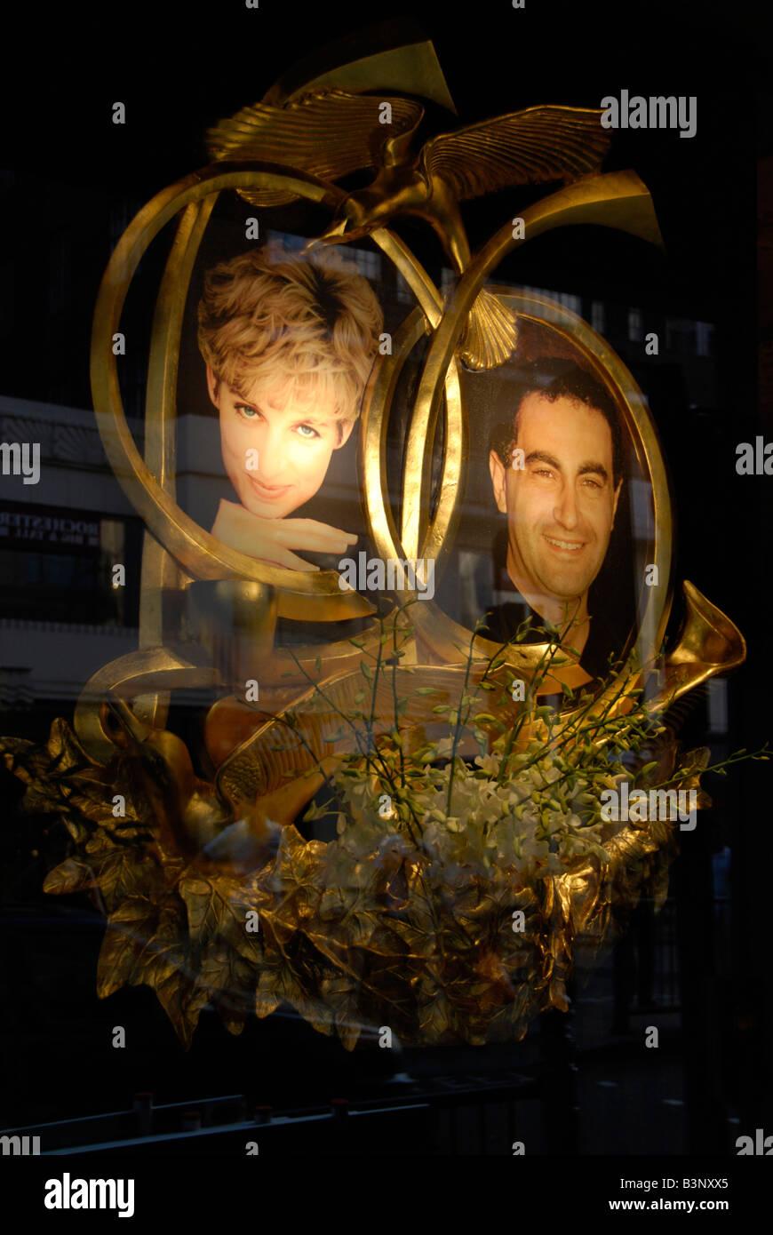 Gedenkstätte für Prinzessin Diana und Dodi Al Fayed in Harrods speichern Fenster Knightsbridge London Stockbild