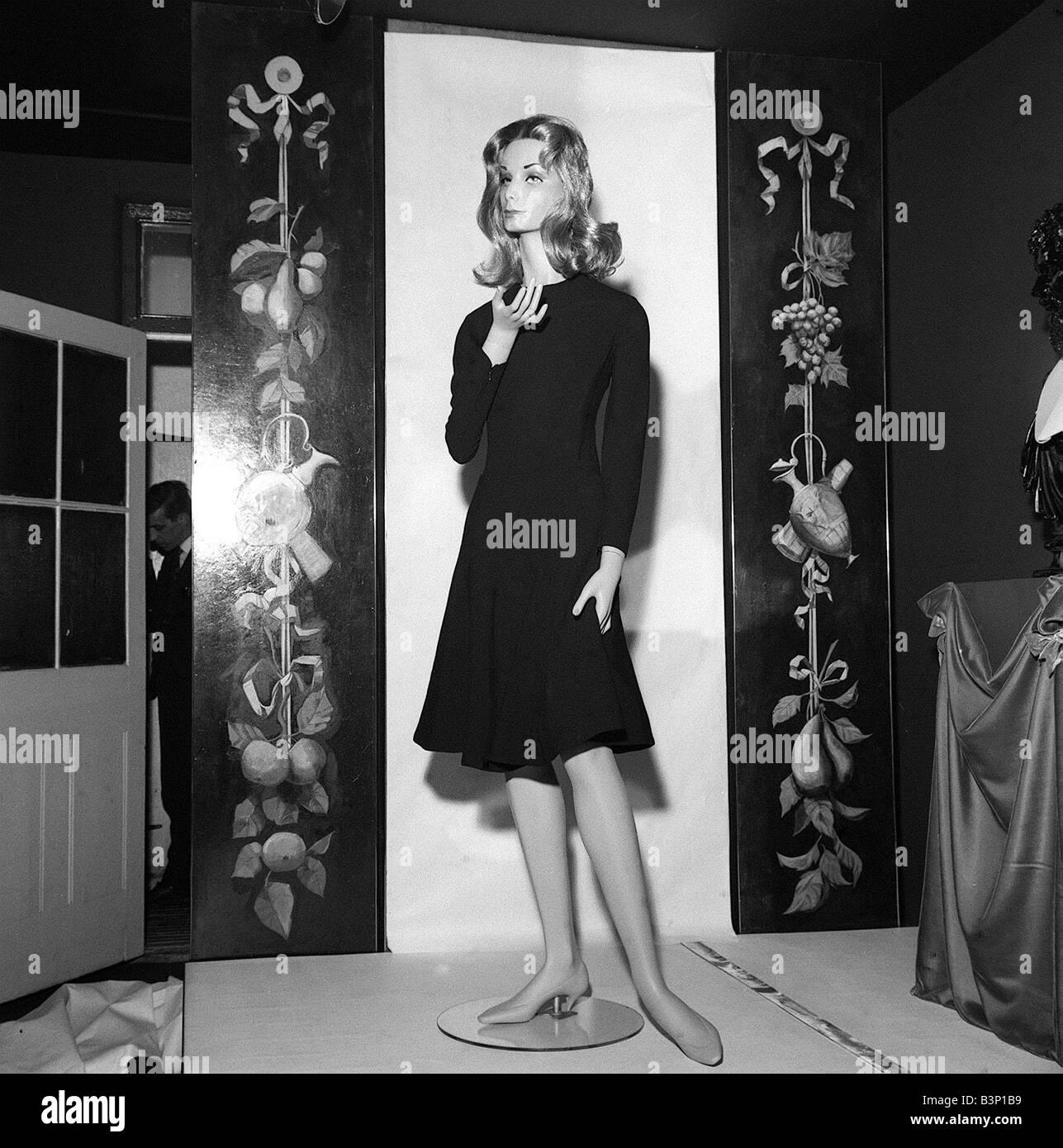 60er Jahre Mode Shop Fenster Mannequin Deborah January1964 Ein Laden