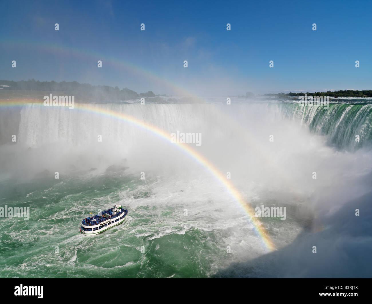 Kanada, Ontario, Niagarafälle, Mädchen der Nebel Tour Boot nähert sich die kanadischen Wasserfälle Stockbild