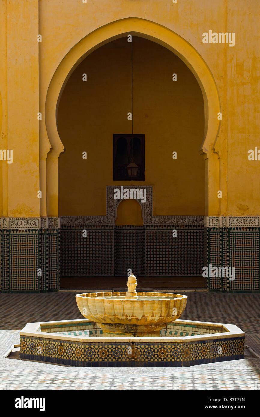 Innere des Mausoleums von Moulay Ismail in Meknès, Marokko. Moulay Ismail machte Meknes zu seiner Hauptstadt Stockfoto