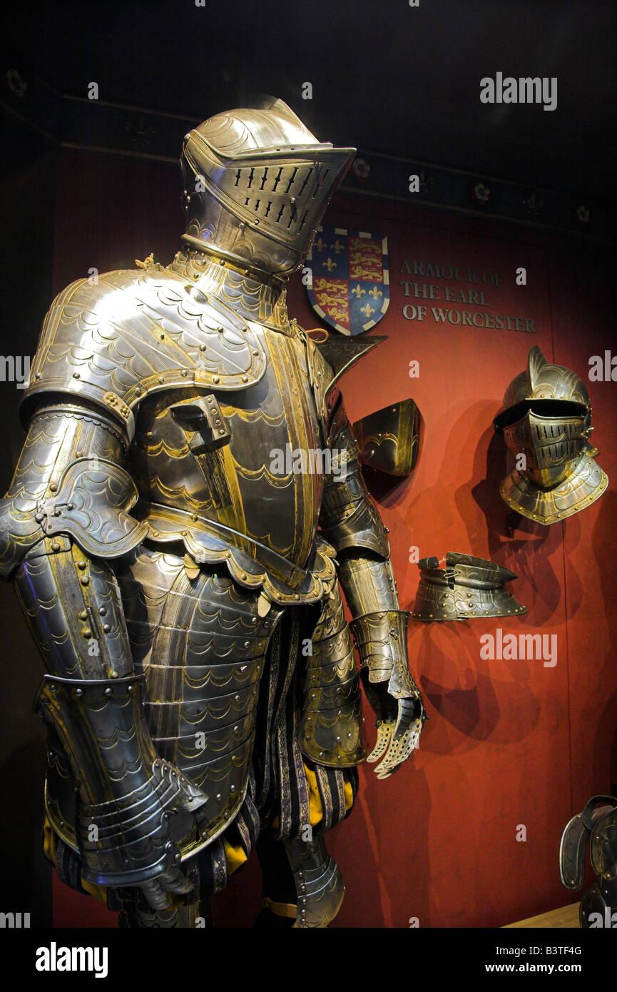 England, London, Tower of London. Ein Anzug der mittelalterlichen Rüstung auf dem Display in den Tower of London. Stockbild