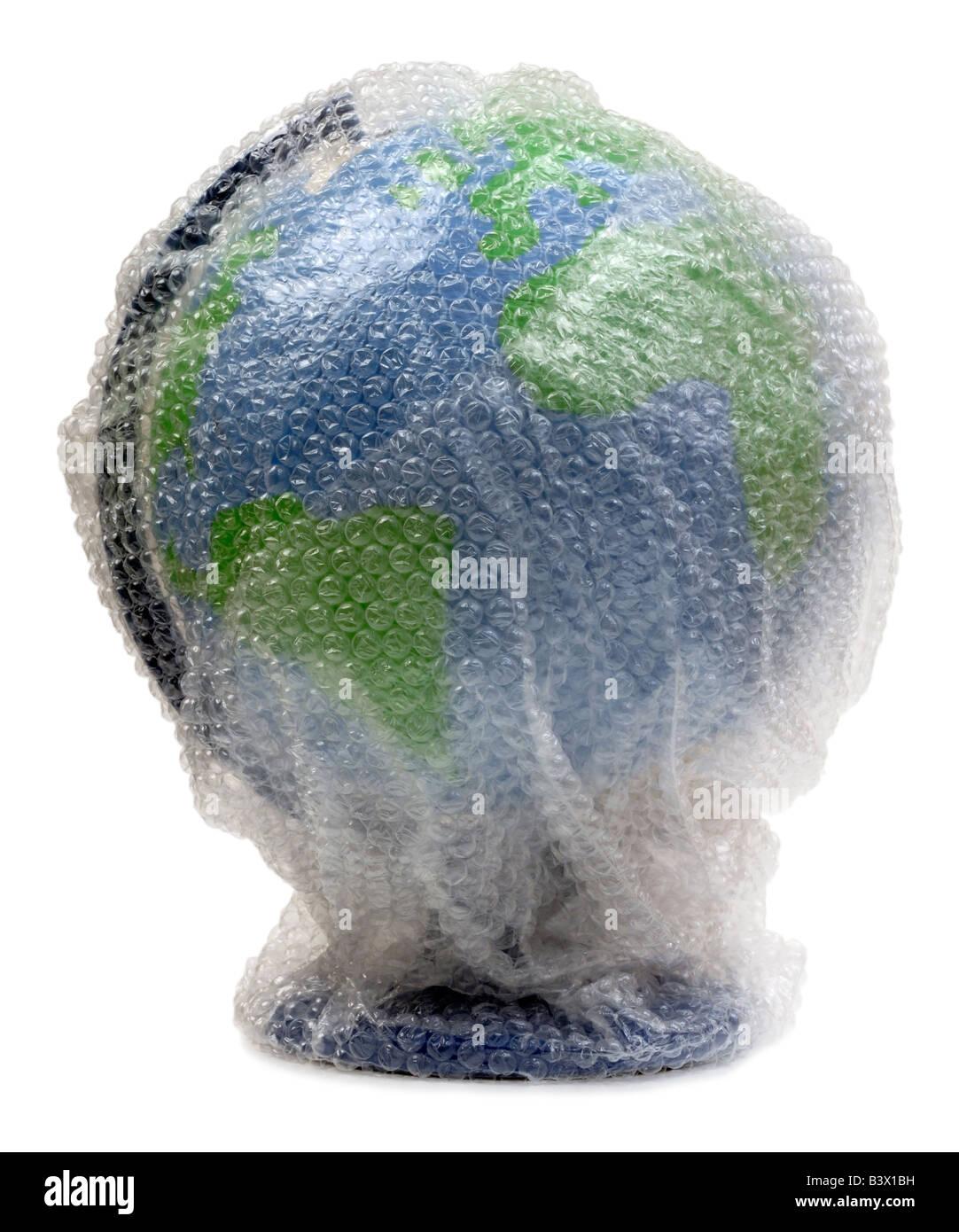 Globus in Luftpolsterfolie eingewickelt Stockbild