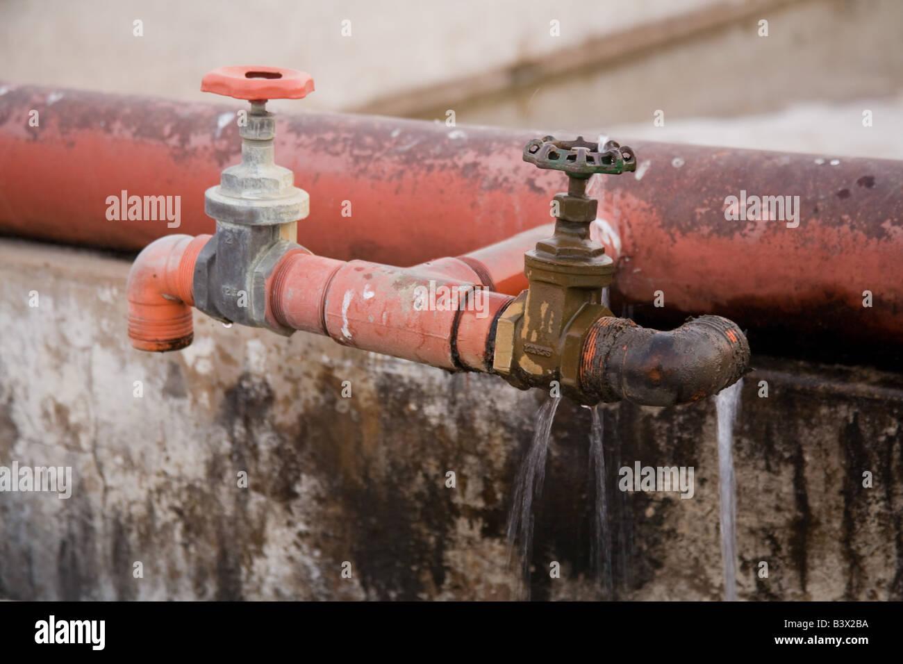 Trinkendes Wasser Undicht Stockfotos Trinkendes Wasser Undicht