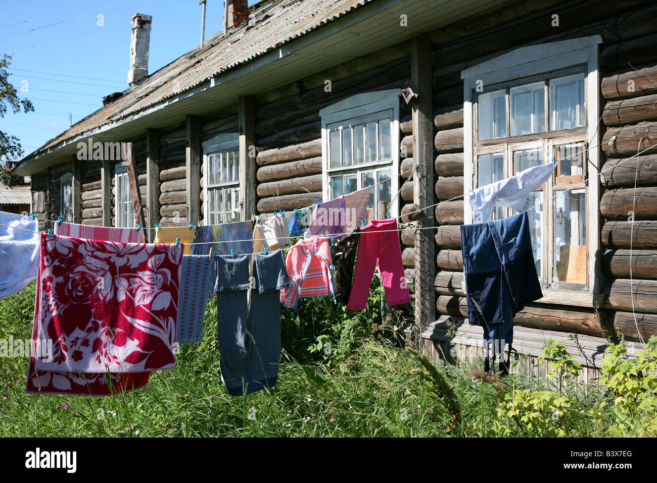 Waschen, Wäsche trocknen draußen in der Kaserne der Solovki ...