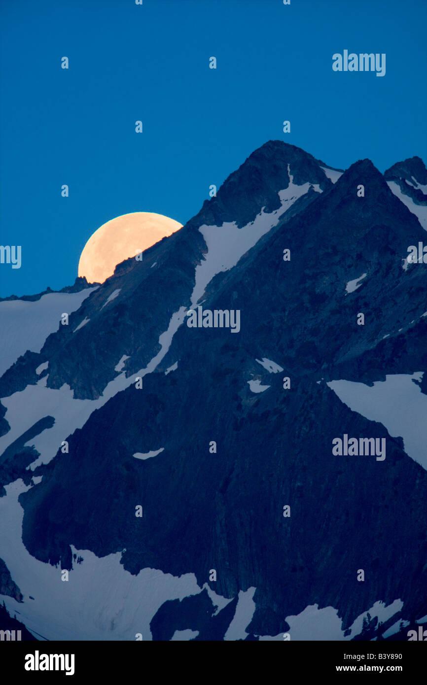 Mond über die Olympic Mountains Olympic Nationalpark Washington gesetzt Stockbild