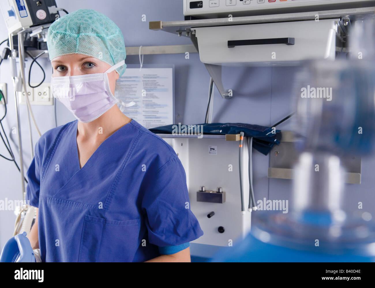 Weibliche Anästhesist im OP Stockfoto, Bild: 19679310 - Alamy